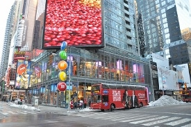 M&M Store NYC by Jorge Láscar
