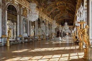 Hall of Mirrors Versailles by Myrabella Wikimedia Commons CC-BY-SA-3.0